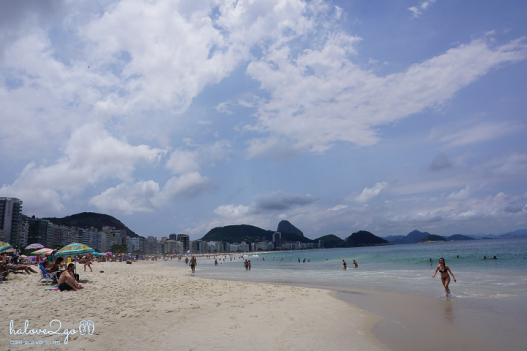 le-hoi-rio-nong-bong-theo-nhip-samba-copacabana-beach-2