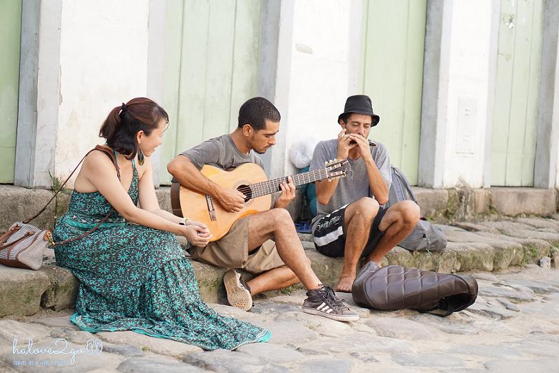 paraty-va-lencois-ve-duyen-dang-cua-lang-que-nam-my-paraty-street-musicians