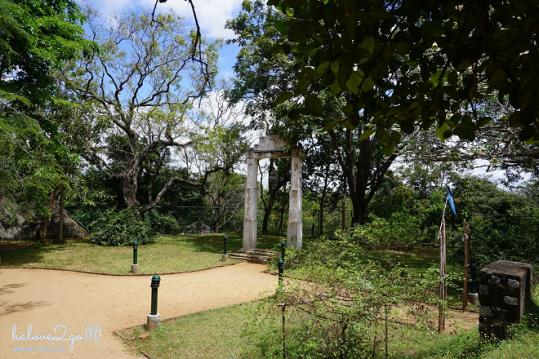 sigiriya-pidulangara-leo-nui-o-vung-tam-giac-vang-entrance-of-pidurangula-2