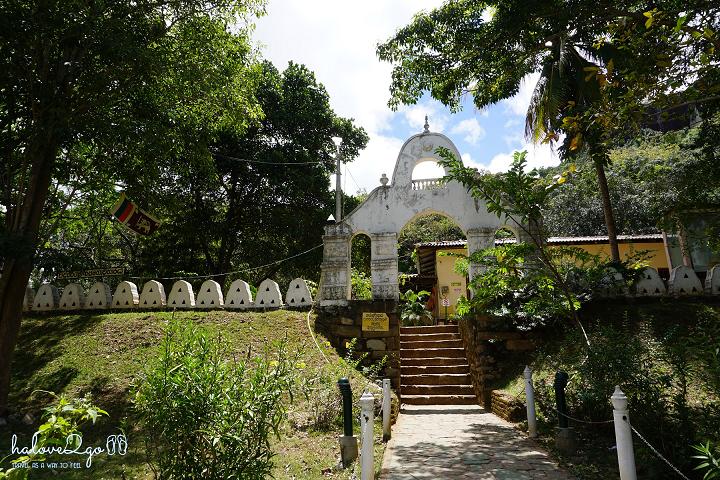 sigiriya-pidulangara-leo-nui-o-vung-tam-giac-vang-entrance-of-pidurangula