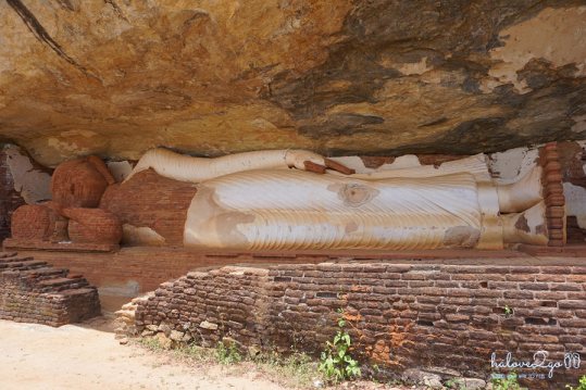 sigiriya-pidulangara-leo-nui-o-vung-tam-giac-vang-pidurangula-sleeping-buddha