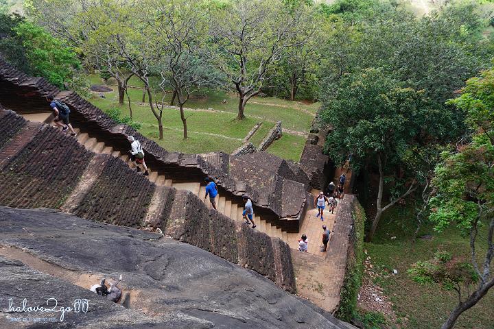 sigiriya-pidulangara-leo-nui-o-vung-tam-giac-vang-stairs-at-sigiriya