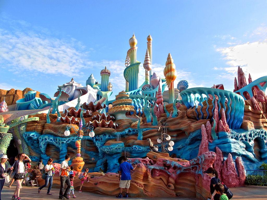 1024px-Tokyo_DisneySea_Mermaid_Lagoon_Exterior_20130607