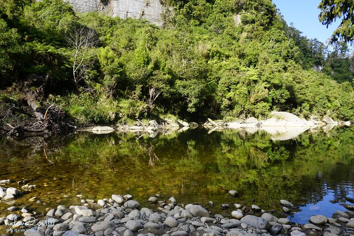 new-zealand-chuyen-road-trip-dau-tien-cua-toi-punakaiki-river