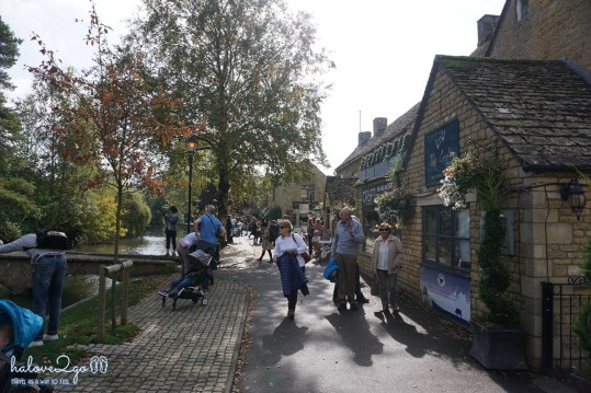 Bourton-on-the-water village