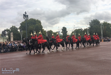 Changing guards in Buckingham Palace