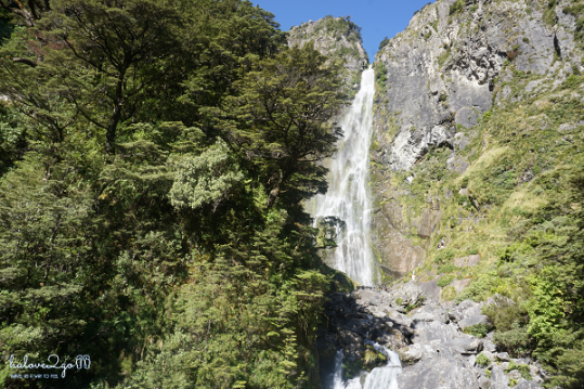 ngao-du-bo-tay-new-zealand-waterfall-2
