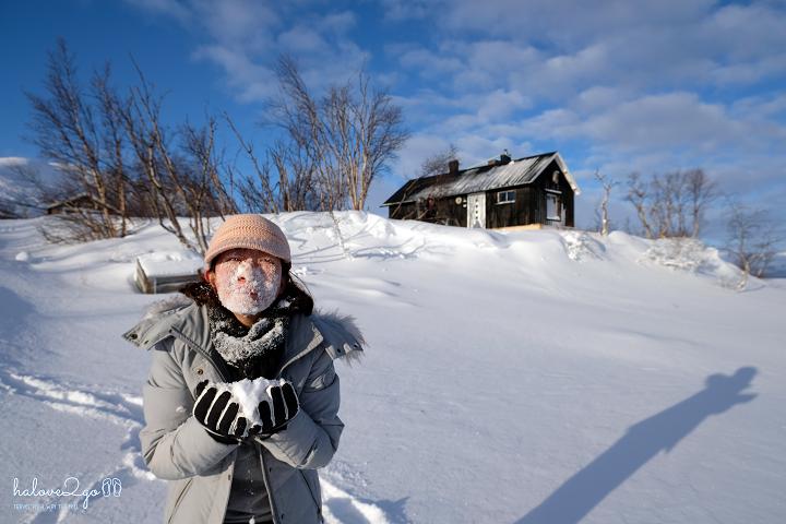 17-ngay-ngao-du-mien-cuc-lanh-bac-au-eating-snow.png