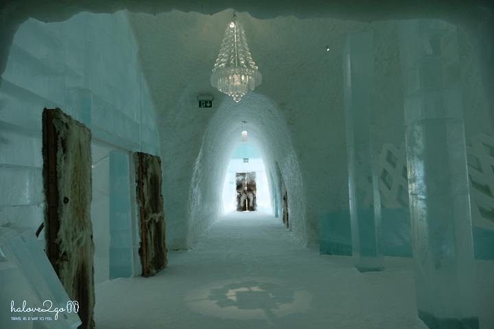 Ice hotel - Corridor