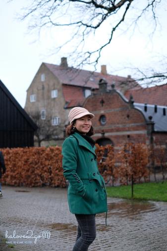 thang-tram-cam-xuc-voi-copenhagen-rosenborg-castle-outside-1