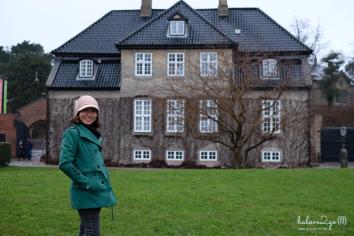 thang-tram-cam-xuc-voi-copenhagen-rosenborg-castle-outside-2