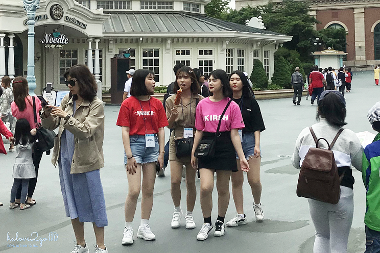 nhung-manh-ghep-doi-lap-cua-seoul-young-people-at-everland.png