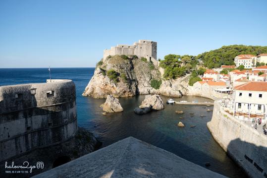 Pháo đài Borak đối diện với pháo đài Lovrijenac