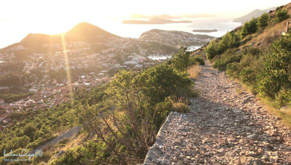 Con đường zig zag lên đỉnh núi