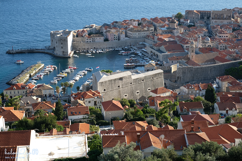 dubrovnik-leo-tuong-thanh-ngam-mai-nha-view-on-the-trail-2
