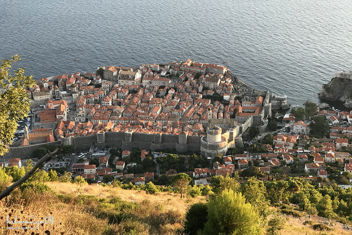 dubrovnik-leo-tuong-thanh-ngam-mai-nha-view-on-the-trail