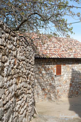 Mái ngói truyền thống vùng Địa Trung Hải