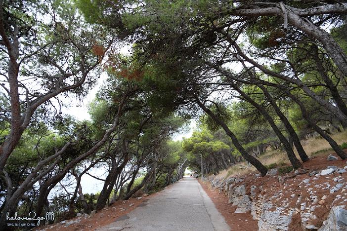 hvar-binh-yen-day-ma-pokonji-dol-beach-pathway