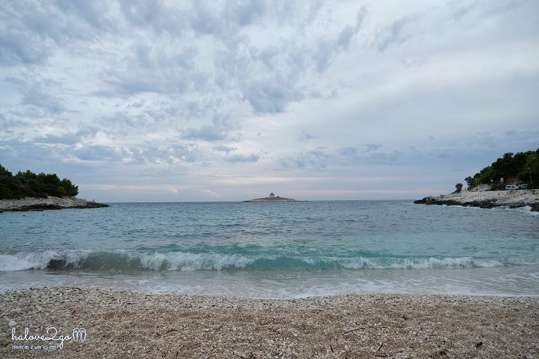 hvar-binh-yen-day-ma-pokonji-dol-beach