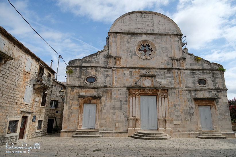 hvar-binh-yen-day-ma-stari-grad-church