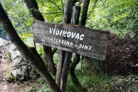 plitvice-bieng-biec-mien-lam-xanh-postcard-view-sign