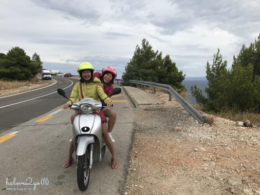 Chạy scooter ở đảo Hvar