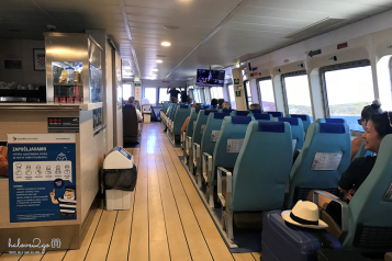 Bên trong tàu