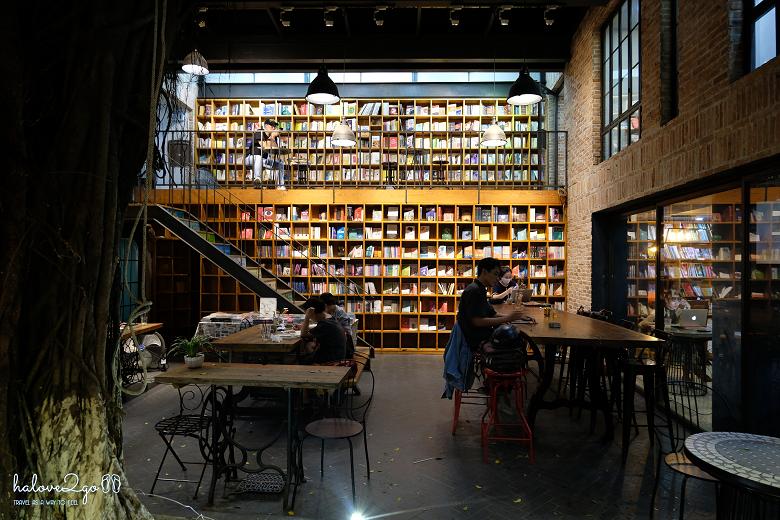 Nhã Nam Book N' Coffee - Một trong những quán Cafe Sách lớn nhất Sài Gòn